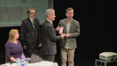 A Bárka-díjat Szarvas Péter, Békéscsaba polgármestere adta át Grecsó Krisztiánnak