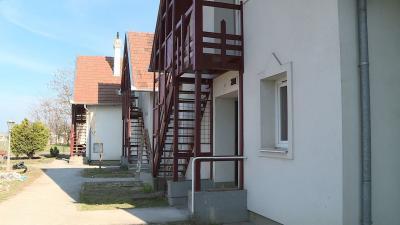A szociális városrehabilitáció hét elemből tevődik össze, ezek egyike a Franklin utcai lakások felújítása - a kép jobb oldalán található nyílra kattintva lapozhat a galériában (fotók: Kugyelka Attila, Ujházi György, Kliment Pál)