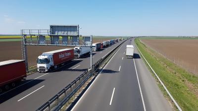 Kamionsor a csanádpalotai határátkelő felé. Fotó: Kovács Dénes