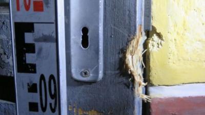 A betörés nyomai a battonyai háznál. Forrás: police.hu