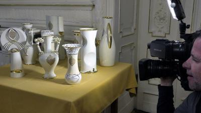 A Hollóházi Porcelán Manufaktúrában készült, Érték és Minőség Nagydíj pályázat díjai (Fotó: MTI/Kovács Attila)
