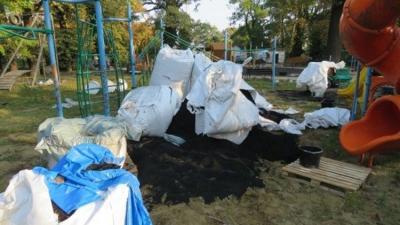 Az egyik békéscsabai, felújítás alatt álló játszótéren rongált a két fiatal. Fotó: police.hu