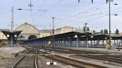 Üres vágányok a Keleti pályaudvarnál 2019. május 13-án reggel. Ettõl a napról két hétre, május 26-ig  zárva tart a Keleti pályaudvar karbantartás miatt. A lezárás idején a vonatok nem érintik a Keletit, minden járat induló- és végállomása más pályaudvarok