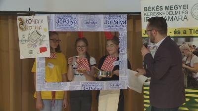 Jó pálya címmel rendezték meg a megyei kereskedelmi és iparkamara pályaorientációs versenyének döntőjét Békéscsabán. Fotó: Tóth Áron