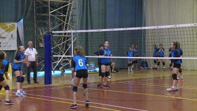 Gyulán a labdarúgás, Mezőberényben a kosárlabda, míg Békéscsabán a kézi- és röplabda döntőket rendezik. Fotó: Ujházi György