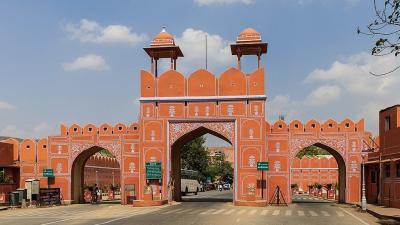 Ajmeri városkapu, Dzsaipur Fotó: wikiwand.com