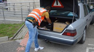 810 doboz cigarettát találtak egy férfinál Békés megyében. Fotó: NAV