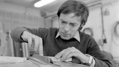 Rubik Ernő Kossuth-díjas építész, a bűvös kocka föltalálója munka közben (Fotó: MTI/Tóth Gyula, 1981)