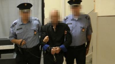 Emberölés megkísérlése miatt került őrizetbe a Szarvason késelő férfi. Fotó: police.hu