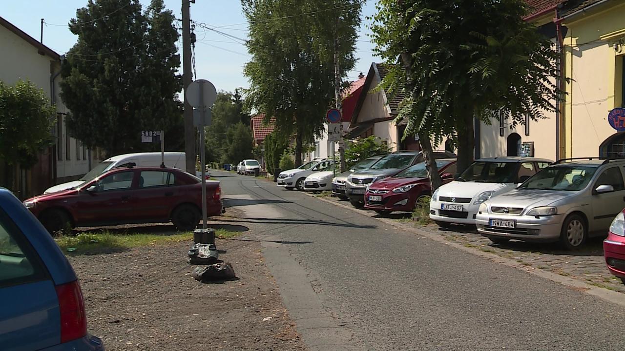 Fizetős parkolók a Damjanich utcában Fotó: Ujházi György