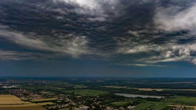 Zivatarfelhők Nagykanizsa felett 2019. július 7-én. Heves zivatarok veszélye miatt narancssárga (másodfokú) riasztást adott ki Nyugat- és Délnyugat-Dunántúl egyes részeire az Országos Meteorológiai Szolgálat. MTI/Varga György