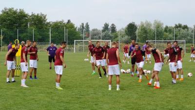 Készen állnak a Békéscsaba 1912 Előre labdarúgói a vasárnapi bajnoki rajtra. Fotó: Papp Ádám