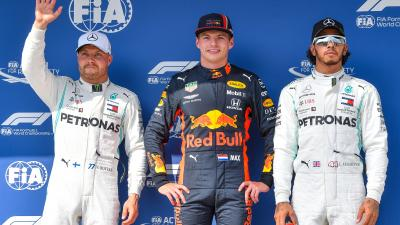 Max Verstappen (k), mellette Valtteri Bottas (b) és Lewis Hamilton (MTI/Czeglédi Zsolt)