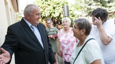 Dávid Zoltán, Orosháza polgármestere az idősek klubja átadásán. Fotó: polgármesteri kabinet