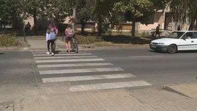 Okos zebrát adtak át egy iskola előtt Orosházán Fotó: Kugyelka Attila