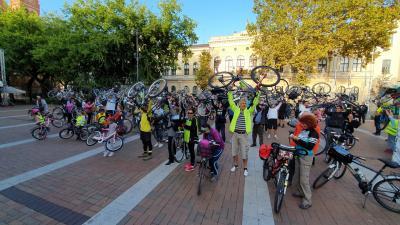 Több mint száz kerékpáros hívta fel a bringásokra a figyelmet (Fotó: Kovács Dénes)