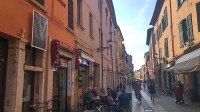 Reggel Ferrara városában