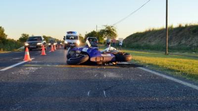 Békés külterületén egy motorkerékpárral közlekedő férfi hátulról nekiütközött egy személygépkocsinak és súlyosan megsérült
