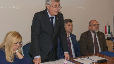 Tisztújító taggyűlést tartott a Békés Megyei Mérnöki Kamara - középen az újraválasztott elnök, Buzás Zoltán. Fotó: BMMK
