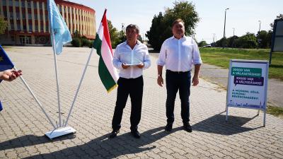 """""""Visszaadjuk a Csabai Kolbászfesztivált a békéscsabaiaknak!"""" címmel tartott sajtótájékoztatót az LMP, az MSZP és a liberálisok szövetsége. Fotó: Papp Ádám"""