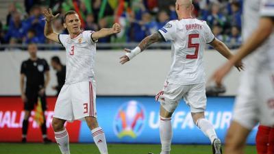 A gólszerző Korhut Mihály (b) és Baráth Botond (Fotó: MTI/Czagány Balázs)