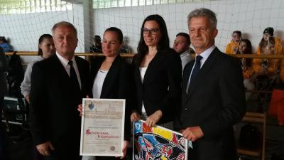 A Békéscsaba Ifjúságáért Kitüntetés átadásakor. Fotó: behir.hu/Sipos Gábor