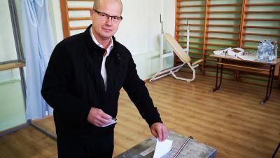 Dancsó Tibor békéscsabai polgármesterjelölt is szavazott (fotó: Papp Ádám)
