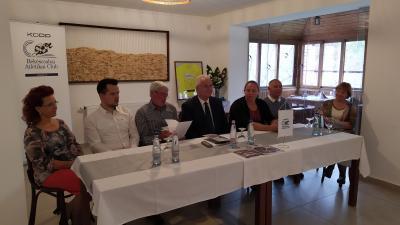 Márton Anitát és Eperjesi Lászlót köszöntötték a Veszely Csárdában. Fotó: Máthé Csongor / behir.hu