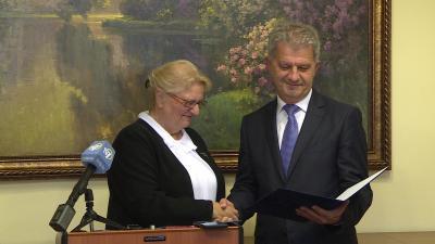 Átvette polgármesteri mandátumát Szarvas Péter. Fotó: Tóth Áron / behir.hu