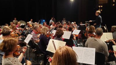 1100 kilométert tett meg a Ludwigsburgi Szimfónikus Zenekar, hogy Gyulán koncertezzen. Fotó: Kugyelka Attila