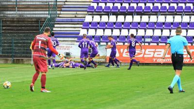 Kicsi a rakás: nagy öröm a csabai gólnál (Fotó: Milyó Pál)