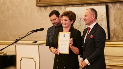 Fekete-Dombi Ildikó vette át a díjat - (Fotó: Magyar Kastélyszállodák és Történelmi Épületek Szövetsége)