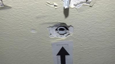 Ezen a képen is látszik, hogy nem volt jó az anyaghasználat az érintett csorvási óvodában. Fotó: police.hu