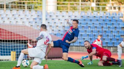 Polényi Gábor (szemben) áldozatos védőmunkájára nagy szüksége lesz a csabai csapatnak (Fotó: vasasfc.hu)