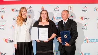 Márton Anita (középen) edzőjével, Eperjesi Lászlóval és Szabó Tünde államtitkárral (Fotó: MTI/Máthé Zoltán)