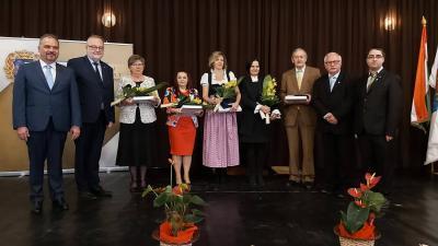 A nemzetiségi napi díszünnepség a kitüntetettekkel (fotó: Tóth Áron)