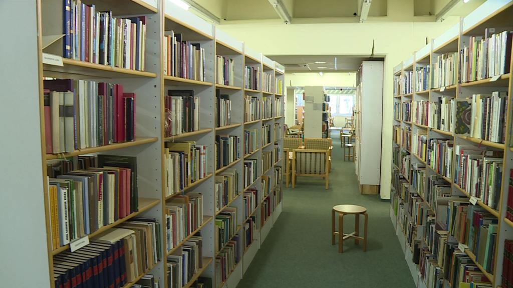 a könyvtár pénzt keres