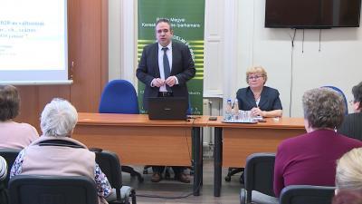 Dr. Kovács Tamás az adótörvény változásokról tartott tájékoztatót - (Fotó: behir.hu)