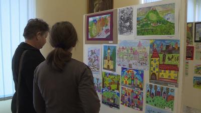 Rajzpályázatokból nyílt kiállítás Battonyán - (Fotó: behir.hu)