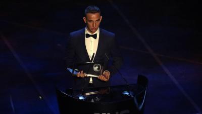 Zsóri Dániel még 2019-ben, a Nemzetközi Labdarúgó Szövetség díjátadóján - (Fotó: FIFA)