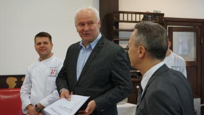 Barna Ádám (b), Herczeg Tamás, Opauszki Zoltán – (Fotó: behir.hu)