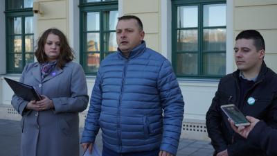 Sebők Éva (balról), Nika István és Csonki Dávid – (Fotó: behir.hu)