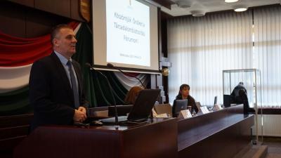 A Békés Megyei Kormányhivatal főosztályvezetője, Pányta Imre nyitotta meg a fórumot – (Fotó: Hidvégi Dávid)