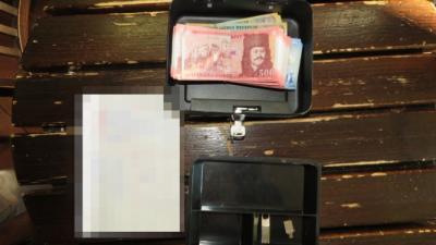 Kassza a tiltott szerencsejátékbarlangban. Fotó: police.hu