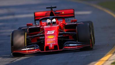 A tavalyi Ferrari, a volán mögött a négyszeres világbajnok, Sebastian Vettel – (Fotó: f1.com)