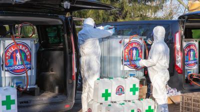 24 ezer liter fertőtlenítőt osztottak szét. Fotó: Palcsek István