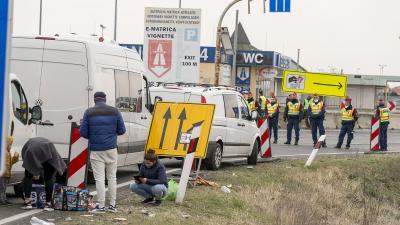 Torlódás alakult ki Hegyeshalomnál a határzár miatt Fotó Forrás: MTI/Krizsán Csaba