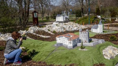 A sárospataki Rákóczi-vár 1:60 méretarányú makettje Szarvason (Fotó: MTI)