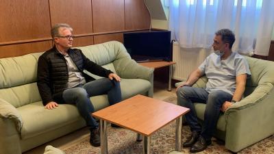 Kéri László (b) és Dr. Duray Gergő – (Fotó: Orosházi Kórház)