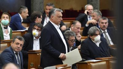 Orbán Viktor miniszterelnök (k) az Országgyűlés plenáris ülésén  (MTI fotó: Máthé Zoltán)